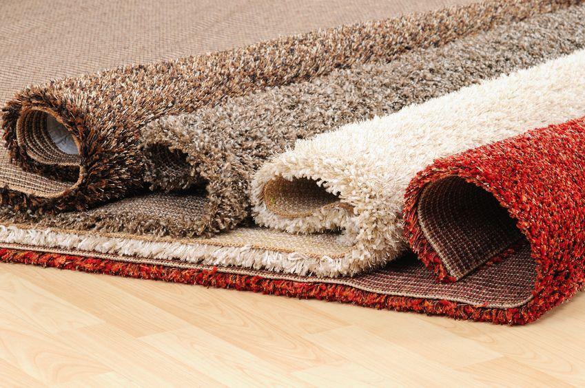 zwinięte dywany