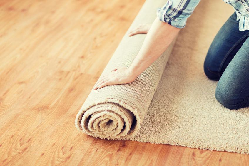 rozwijanie dywanu
