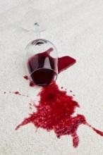 plama z czerwonego wina